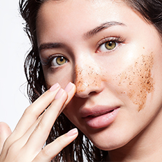 How to Exfoliate Skin While You Are Travelling?